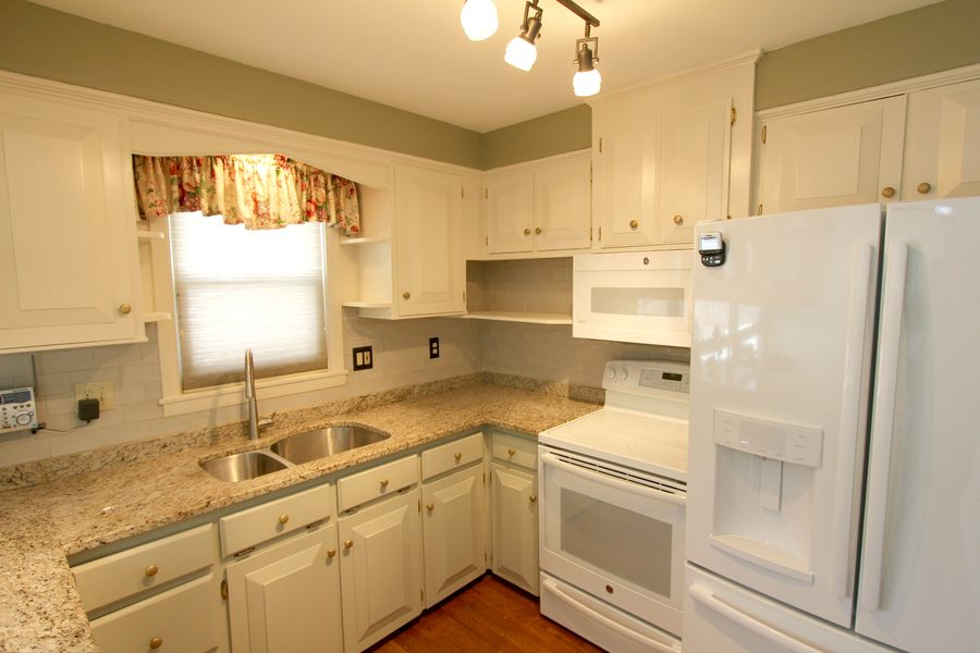 Small changes in this kitchen make a huge difference.